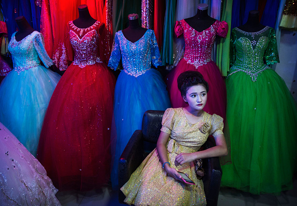 Females「China's Uyghur Minority Marks Muslim Holiday In Country's Far West」:写真・画像(18)[壁紙.com]