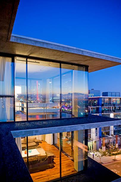 Modernist condo living room & bedroom, dusk:スマホ壁紙(壁紙.com)