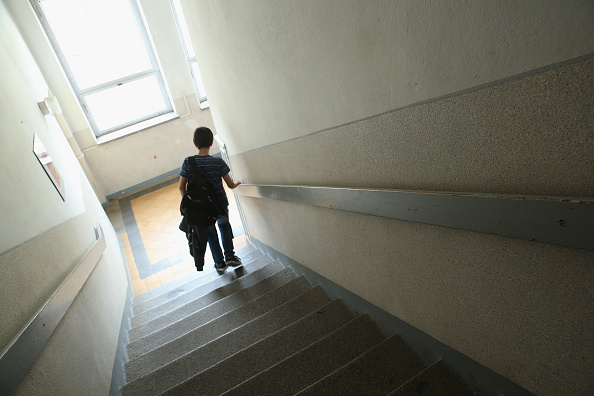 Staircase「As Thousands Of Schools Close, One Struggles To Stay On」:写真・画像(4)[壁紙.com]