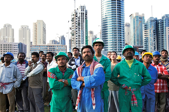 Construction Worker「Workers watch fire at Jumeirah Lake Towers, Dubai, United Arab Emirates, January 18, 2007.」:写真・画像(10)[壁紙.com]