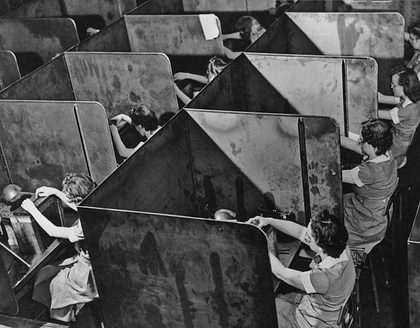 Only Women「Women Factory Workers」:写真・画像(0)[壁紙.com]