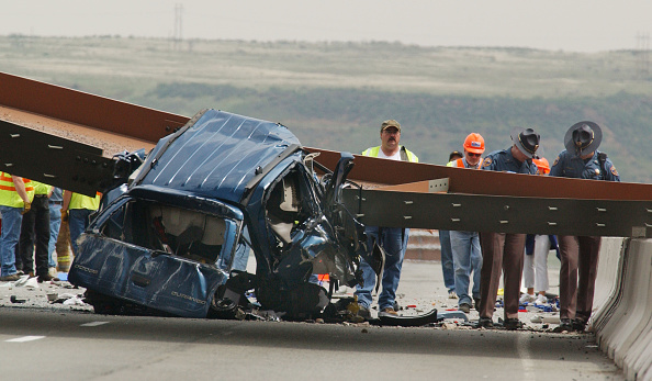 Elevated Road「Bridge Girder Falls Killing 3 In Colorado」:写真・画像(6)[壁紙.com]