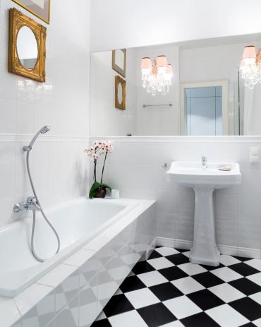 Housing Project「Stylish, elegant, black and white bathroom interior with checkered patterns」:スマホ壁紙(0)