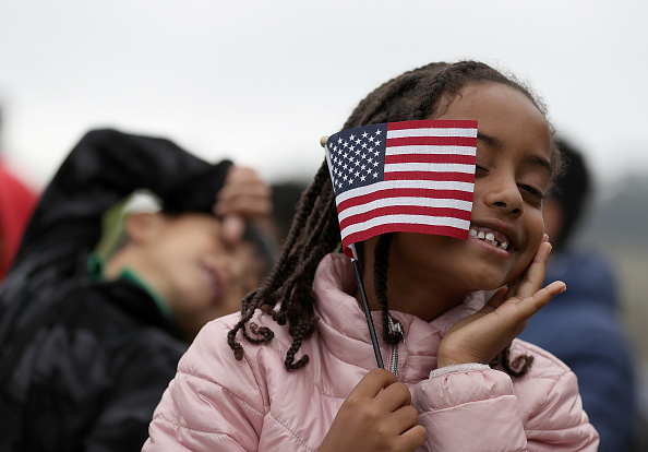 Holding「Naturalization Ceremony Held For 25 Children And Their Parents In San Francisco」:写真・画像(11)[壁紙.com]