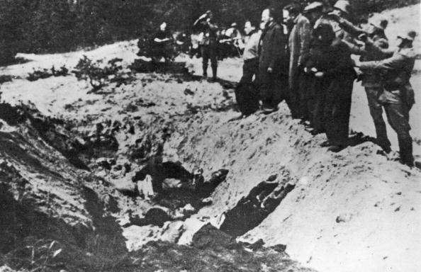Nazism「Nazi SS line up Jews to execute them before a ditch, The Babi Yar Massacre, World War II, Poland, 1941.」:写真・画像(6)[壁紙.com]
