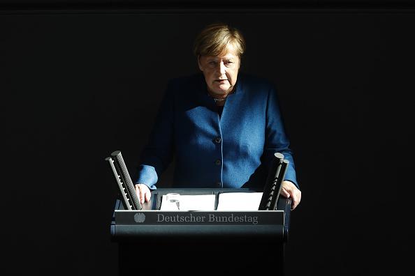 上半身「Merkel Gives Government Declaration Prior To European Council Brexit Meeting」:写真・画像(14)[壁紙.com]