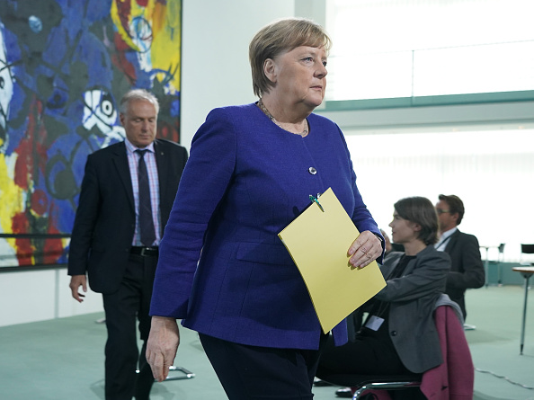 Incidental People「Merkel Speaks To Media Following Conference Call With States Leaders During The Coronavirus Crisis」:写真・画像(19)[壁紙.com]