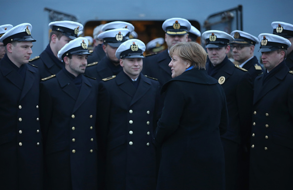 Visit「Chancellor Merkel Visits German Navy First Flotilla」:写真・画像(0)[壁紙.com]