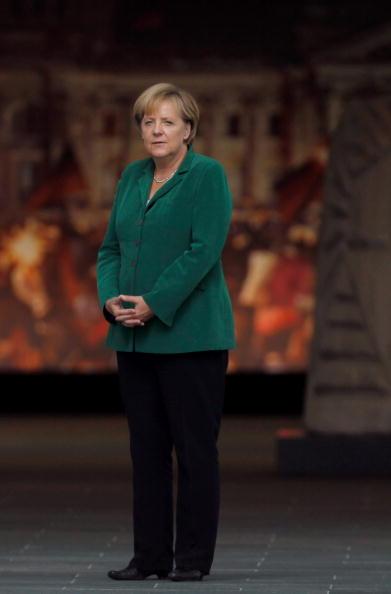 Full Length「New Slovak Prime Minister Visits Germany」:写真・画像(18)[壁紙.com]