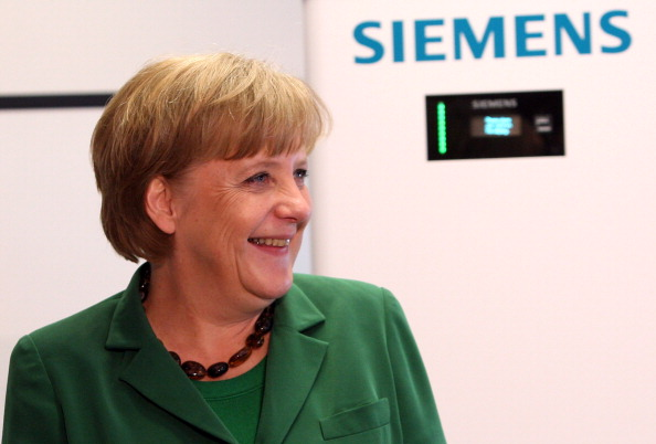 Corporate Business「Merkel Visits Siemens Training Center」:写真・画像(7)[壁紙.com]