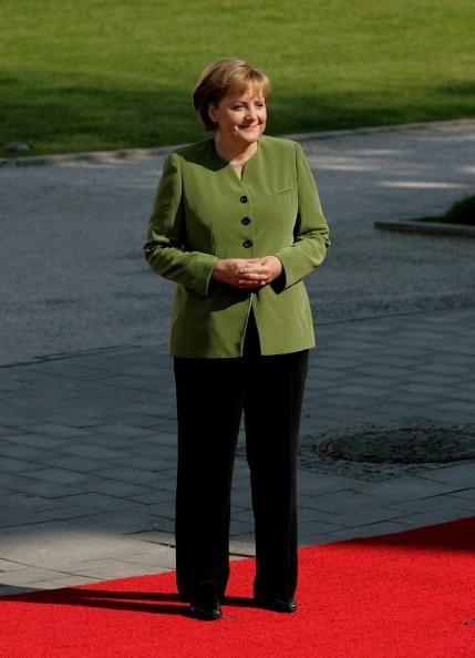 立つ「G8 Summit - Day 1」:写真・画像(8)[壁紙.com]