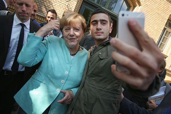 Germany「Merkel Visits Migrants' Shelter And School」:写真・画像(16)[壁紙.com]