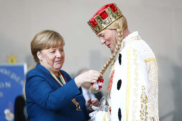 Organized Group「Chancellery Hosts Carnival Delegations」:写真・画像(19)[壁紙.com]