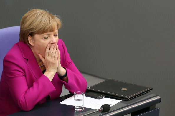 Yawning「Merkel Gives Government Declaration At The Bundestag」:写真・画像(10)[壁紙.com]
