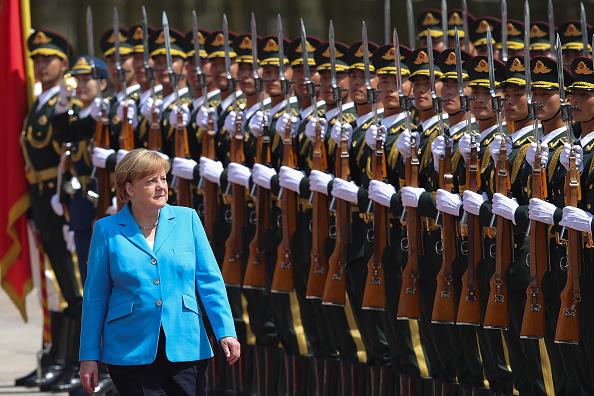 背景に人「German Chancellor Angela Dorothea Merkel Visits China」:写真・画像(17)[壁紙.com]