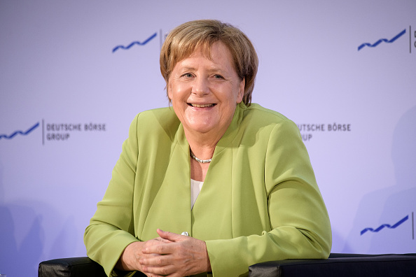 笑顔「Merkel Speaks At Deutsche Boerse AG」:写真・画像(5)[壁紙.com]