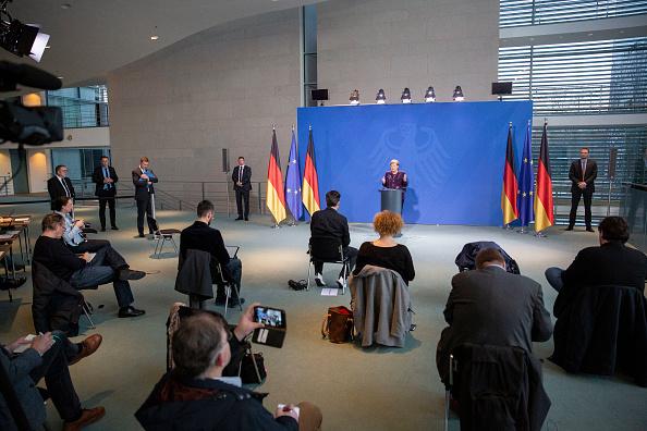Press Room「Merkel Holds Press Conference As Authorities Tighten Measures To Stem Coronavirus Spread」:写真・画像(7)[壁紙.com]