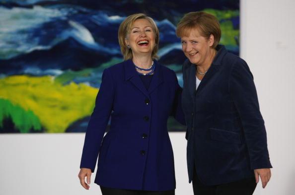 アンゲラ・メルケル「Merkel Meets With Hillary Clinton」:写真・画像(18)[壁紙.com]