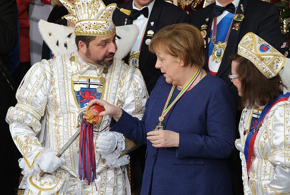 Sean Gallup「Angela Merkel Receives Carnival Pairs」:写真・画像(2)[壁紙.com]