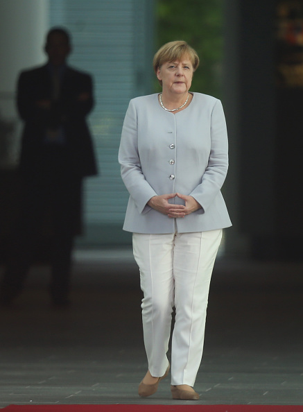 Full Length「Ukrainian Prime Minister Groysman Meets With Angela Merkel」:写真・画像(8)[壁紙.com]