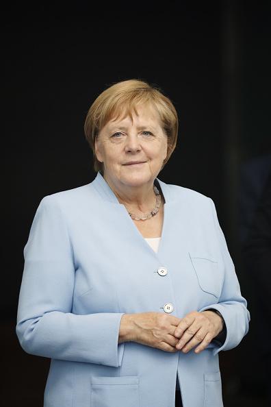 Portrait「Merkel Receives New Lithuanian President Gitanas Nauseda」:写真・画像(4)[壁紙.com]