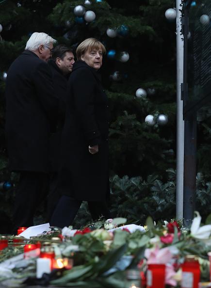 2016 Berlin Christmas Market Attack「Lorry Drives Through Christmas Market In Berlin」:写真・画像(3)[壁紙.com]