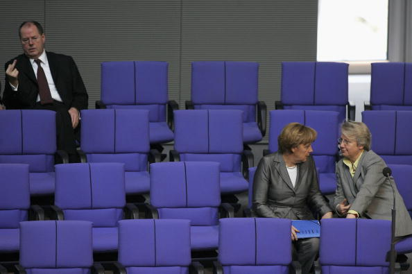 Government Building「Bundestag Discusses Budget 2006」:写真・画像(17)[壁紙.com]