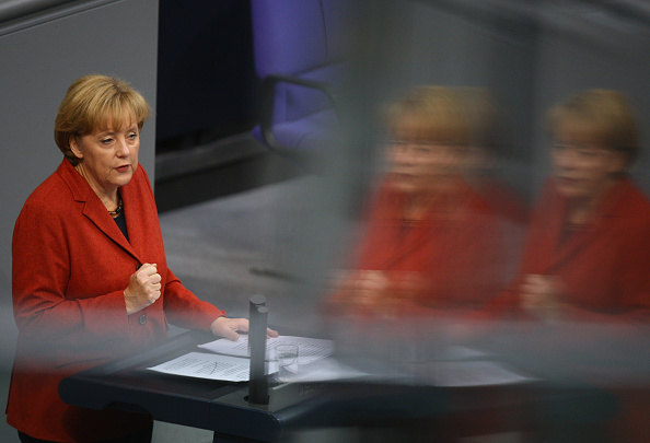 Bestof「Merkel Addresses Bundestag On Bank Bailout Plan」:写真・画像(5)[壁紙.com]