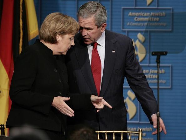 Chip Somodevilla「Bush And Merkel Attend Anniversary Event For American Jewish Committee」:写真・画像(1)[壁紙.com]