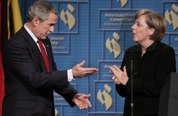 Chip Somodevilla「Bush And Merkel Attend Anniversary Event For American Jewish Committee」:写真・画像(0)[壁紙.com]
