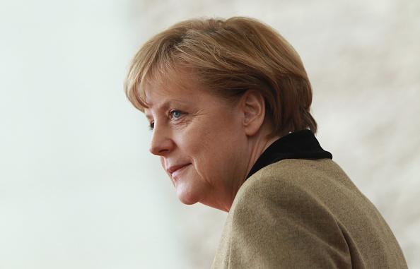 アンゲラ・メルケル「Abu Dhabi Crown Prince Meets Angela Merkel」:写真・画像(5)[壁紙.com]
