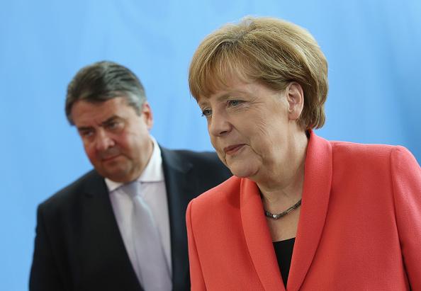 Awe「Political Leaders Meet As Greece Crisis Intensifies」:写真・画像(4)[壁紙.com]