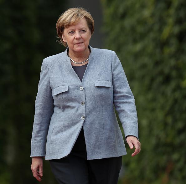 French Prime Minister「New French Prime Minister Edouard Philippe Meets With Angela Merkel」:写真・画像(10)[壁紙.com]
