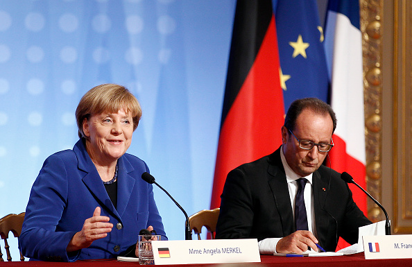 "Two People「Elysee Palace Hosts the ""Normandy Format"" Summit In Paris」:写真・画像(0)[壁紙.com]"