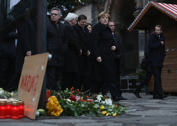 2016 Berlin Christmas Market Attack「Lorry Drives Through Christmas Market In Berlin」:写真・画像(16)[壁紙.com]