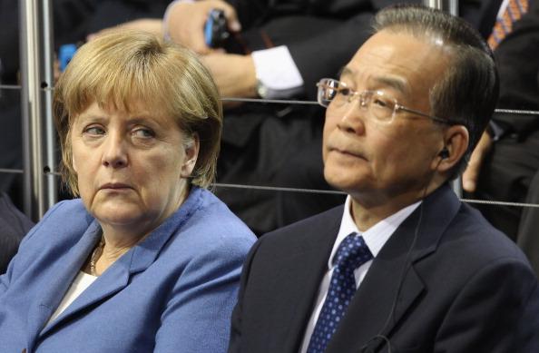 Wolfsburg - Lower Saxony「Wen Jiabao Visits Volkswagen Factory」:写真・画像(15)[壁紙.com]
