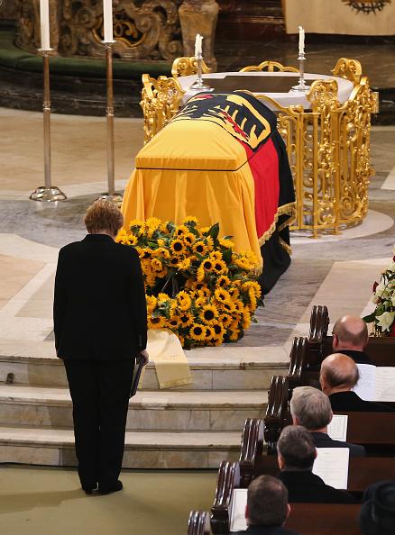 Approaching「Helmut Schmidt State Funeral」:写真・画像(9)[壁紙.com]