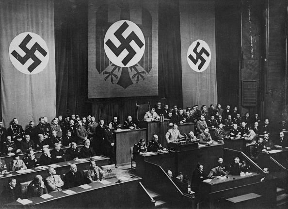 Chancellor of Germany「Adolf Hitler At The Reichstag」:写真・画像(5)[壁紙.com]