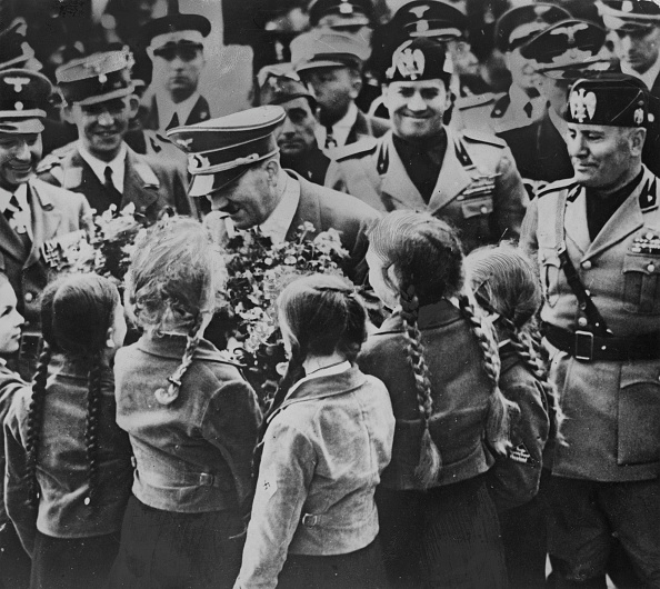 Smiling「Hitler And Mussolini」:写真・画像(13)[壁紙.com]