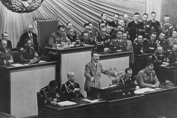 Chancellor of Germany「Adolf Hitler At The Reichstag」:写真・画像(13)[壁紙.com]