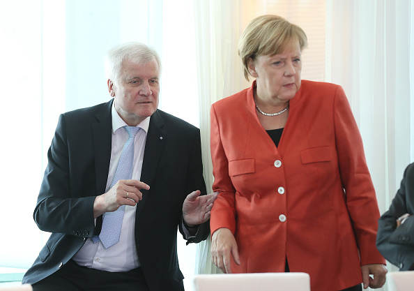 上半身「Merkel Meets With Mayors Over Diesel Scandal」:写真・画像(15)[壁紙.com]