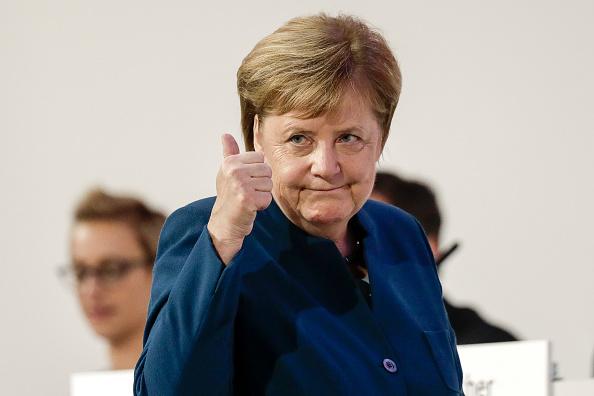 Gesturing「CDU Holds Federal Party Congress To Elect Successor To Angela Merkel」:写真・画像(11)[壁紙.com]