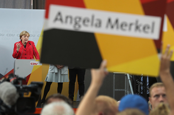 Photography「Merkel Campaigns In Wismar」:写真・画像(9)[壁紙.com]
