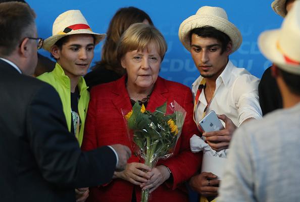 ポートレート「Merkel Campaigns In Schwerin」:写真・画像(18)[壁紙.com]