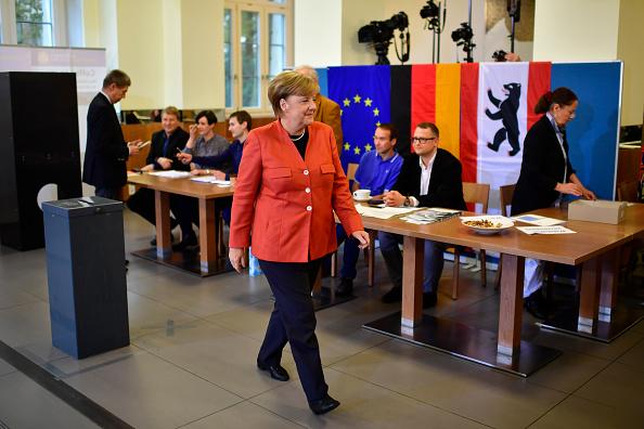 背景に人「Angela Merkel Casts Her Ballot In Federal Elections」:写真・画像(0)[壁紙.com]