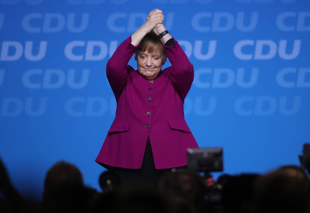 Waving - Gesture「CDU Holds Party Congress, Elects General Secretary」:写真・画像(1)[壁紙.com]