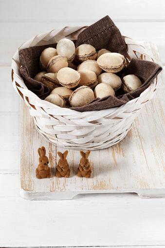 イースター「Three tiny Easter bunnies and basket of waffle eggs」:スマホ壁紙(12)