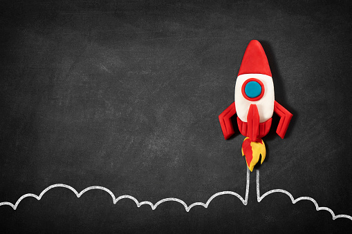 New Business「Business Startup Concept with Spaceship on Blackboard」:スマホ壁紙(17)