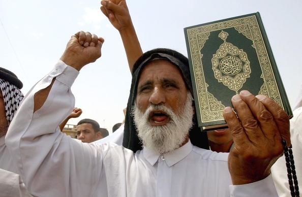 Symbol「Iraqis Protest Alleged Desecration Of Quran」:写真・画像(11)[壁紙.com]