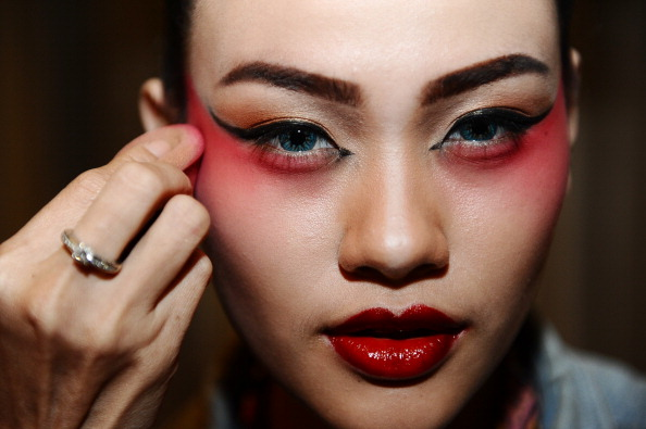 Cultures「Chinese Opera Performed As Part Of Chinese New Year Celebrations」:写真・画像(18)[壁紙.com]